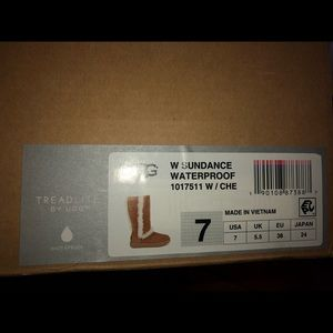 NWT UGG Water Resistant
